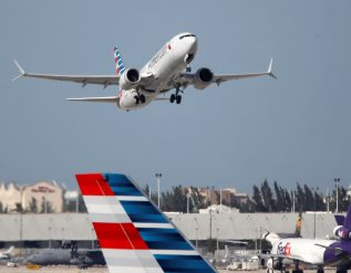 american-airlines-plans-another-1-billion-stock-sale-after-big-rally