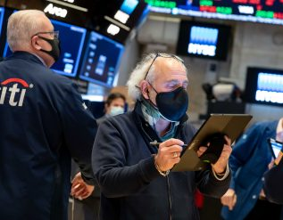 stock-futures-flat-after-a-steep-sell-off-on-wall-street-apple-and-tesla-fall-after-earnings