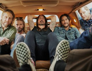 foo-fighters-wanted-to-rule-rock-25-years-later-theyre-still-roaring