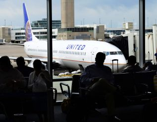 united-airlines-starts-offering-bus-service-straight-to-colorado-ski-slopes-from-denver