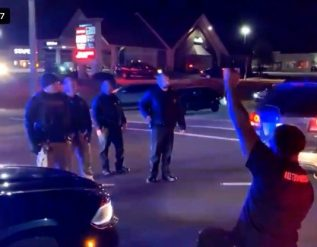 fck-the-police-blm-thugs-shut-down-traffic-in-louisville-kentucky-scream-at-police-video