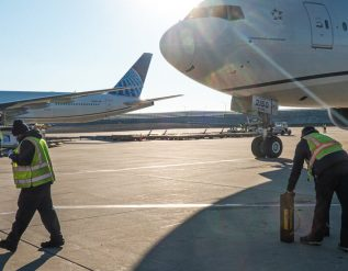 flying-and-climate-airlines-under-pressure-to-cut-emissions