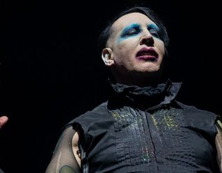 marilyn-manson-is-sought-on-arrest-warrant-in-new-hampshire