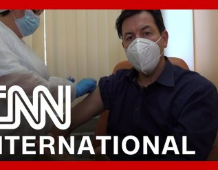 cnn-reporter-receives-russias-sputnik-v-vaccine