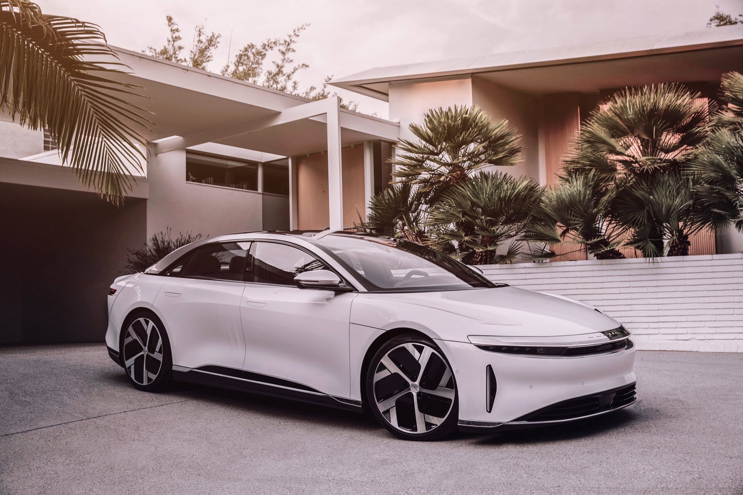 electric-vehicle-firm-lucid-motors-to-go-public-in-11-8-billion-blank-check-merger
