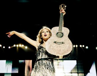 taylor-swifts-rerecorded-album-releases-begin-with-fearless-in-april