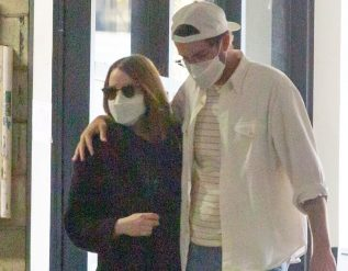 pregnant-emma-stone-and-dave-mccary-spotted-on-la-outing