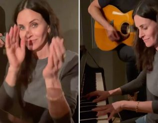 watch-courteney-cox-play-friends-theme-song-on-piano