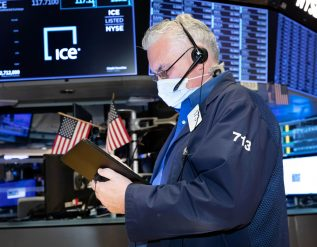 sp-500-futures-fall-slightly-in-overnight-trading-netflix-shares-tank