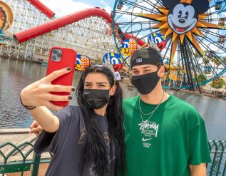 with-theme-parks-set-to-rebound-travel-advisors-share-trip-tips