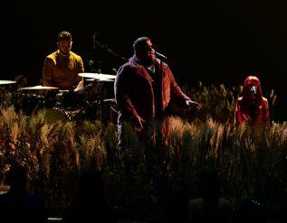 ragnbone-man-pink-perform-with-nhs-choir-at-brit-awards