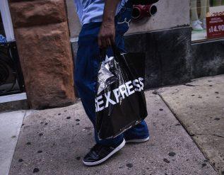 express-shares-tumble-after-retailer-announces-stock-sale-plan