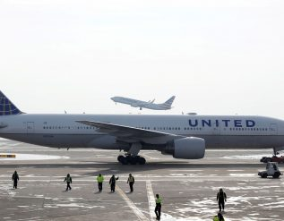 united-will-require-new-employees-to-show-proof-of-covid-vaccine-following-delta